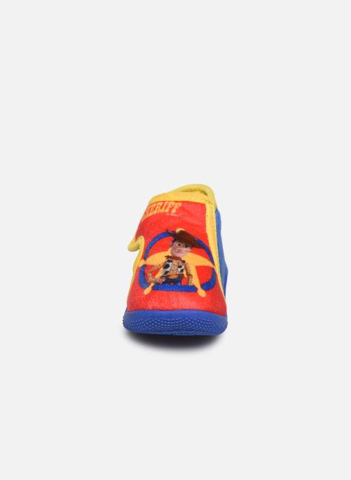 Pantofole Toy Story Sursaut Rosso modello indossato