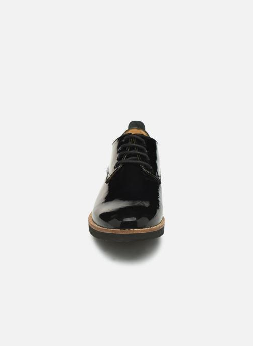 Schnürschuhe TBS Calypso schwarz schuhe getragen