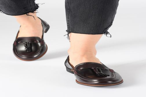 Loafers TBS Maltese Burgundy view from underneath / model view