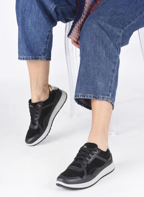 Sneaker TBS Timings schwarz ansicht von unten / tasche getragen