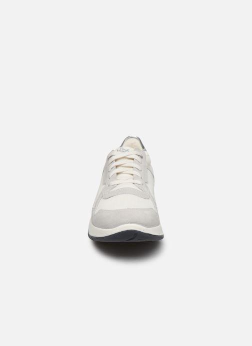 Sneakers TBS Timings Bianco modello indossato