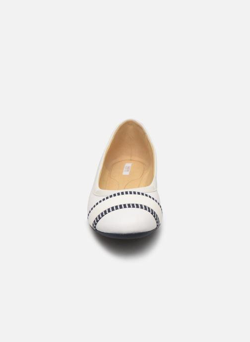 Ballerines Geox D LAMULAY C D825DC Blanc vue portées chaussures