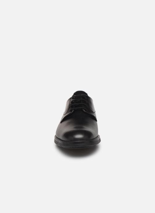 Scarpe con lacci Mephisto Smith Nero modello indossato