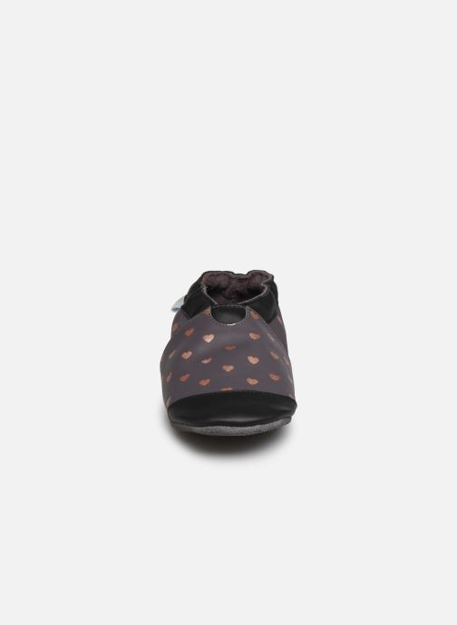 Chaussons Robeez First Love Gris vue portées chaussures