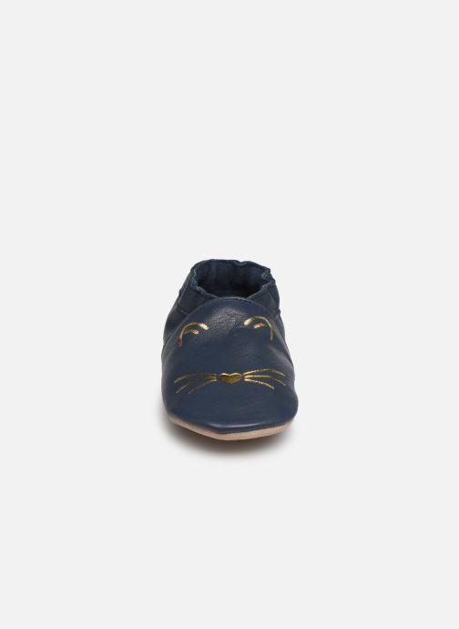 Pantofole Robeez Goldy Cat Azzurro modello indossato