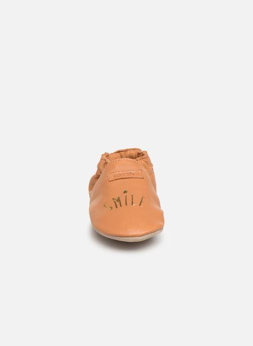 Chaussons Robeez Smiling Marron vue portées chaussures