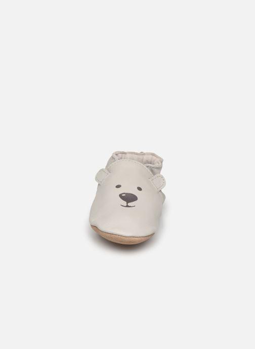 Pantuflas Robeez Sweety Bear Gris vista del modelo