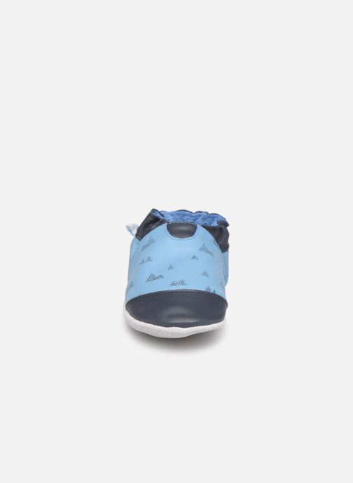 Pantuflas Robeez Mountains Azul vista del modelo