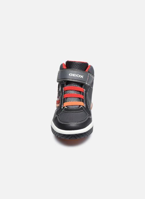 Baskets Geox J Inek Boy J949CE Noir vue portées chaussures