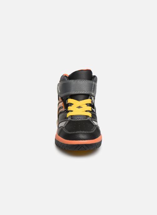 Baskets Geox J Inek Boy J949CC Noir vue portées chaussures