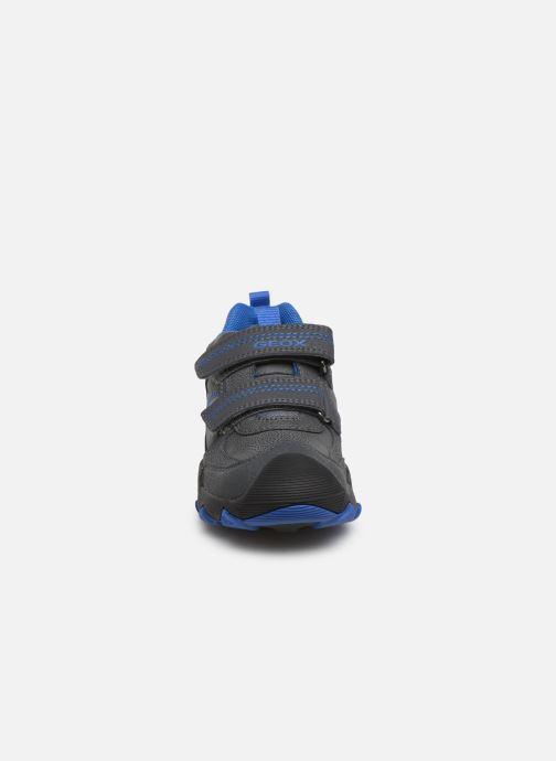 Baskets Geox J Buller Boy J949VD Gris vue portées chaussures