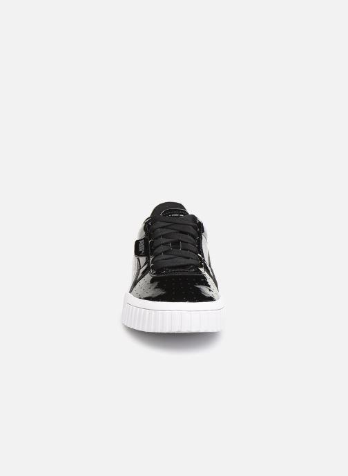Sneakers Puma Cali Patent Nero modello indossato