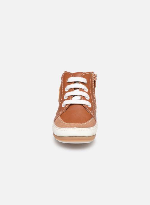 Baskets Robeez Migo Marron vue portées chaussures