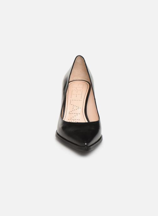 Zapatos de tacón Free Lance Jamie 7 Pump Negro vista del modelo