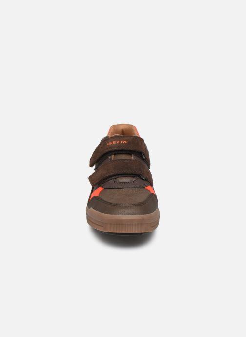 Baskets Geox J Arzach Boy J944AD Marron vue portées chaussures