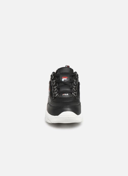Sneakers FILA Strada Low Kids Nero modello indossato