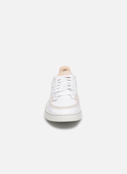 Sneakers adidas originals Supercourt J Wit model