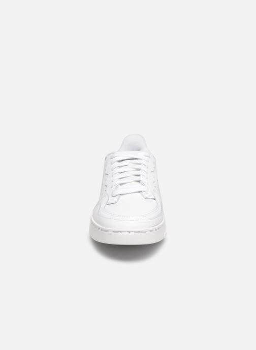 Baskets adidas originals Supercourt J Blanc vue portées chaussures