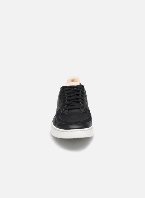 Sneakers adidas originals Supercourt J Nero modello indossato