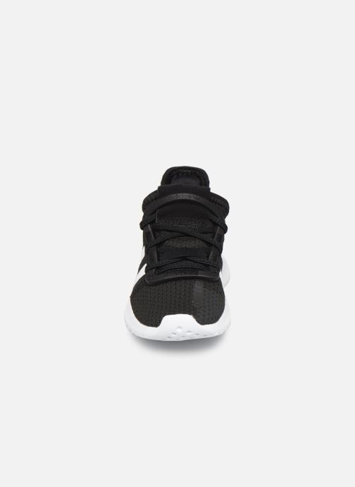 Sneakers adidas originals U_Path Run I Nero modello indossato