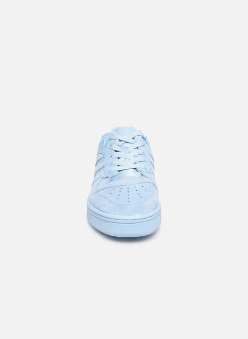 Baskets adidas originals Rivalry Low J Bleu vue portées chaussures