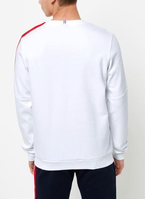 Vêtements Le Coq Sportif TRI Crew Sweat N°3 M Blanc vue portées chaussures