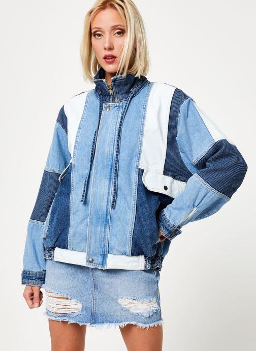 Vêtements Free People PANEL DENIM BOMBER Bleu vue détail/paire