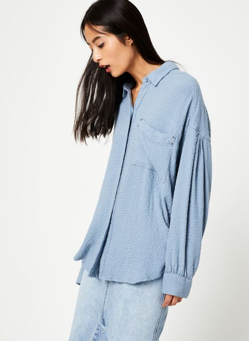Vêtements Free People SOLID HIDDEN VALLEY BUTTONDOWN Bleu vue détail/paire