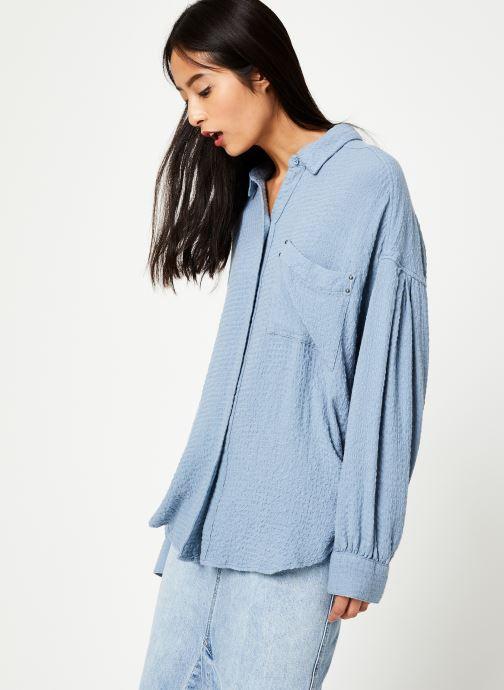 Vêtements Free People SOLID HIDDEN VALLEY BUTTONDOWN Bleu vue détail/paire