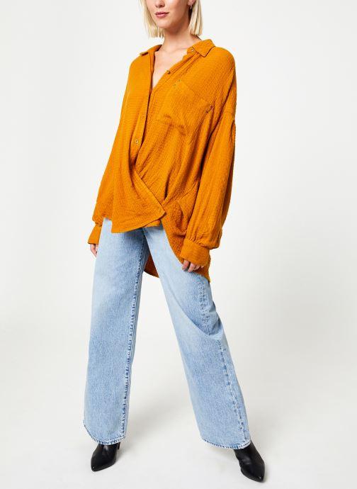Vêtements Free People SOLID HIDDEN VALLEY BUTTONDOWN Jaune vue bas / vue portée sac