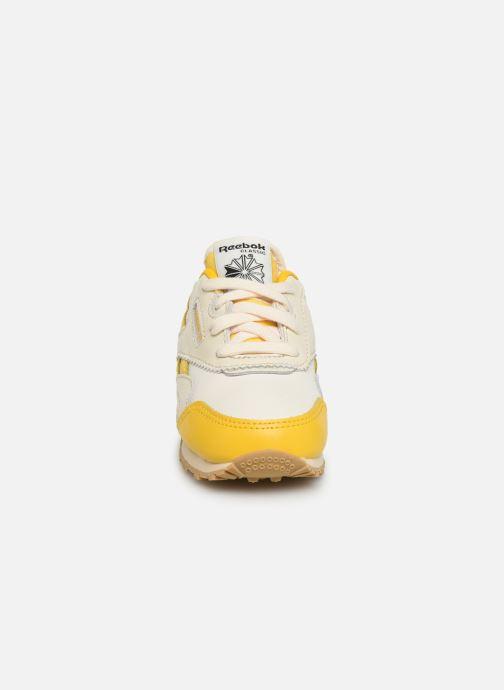 Baskets Reebok Reebok x TAO Cl Nylon I Jaune vue portées chaussures