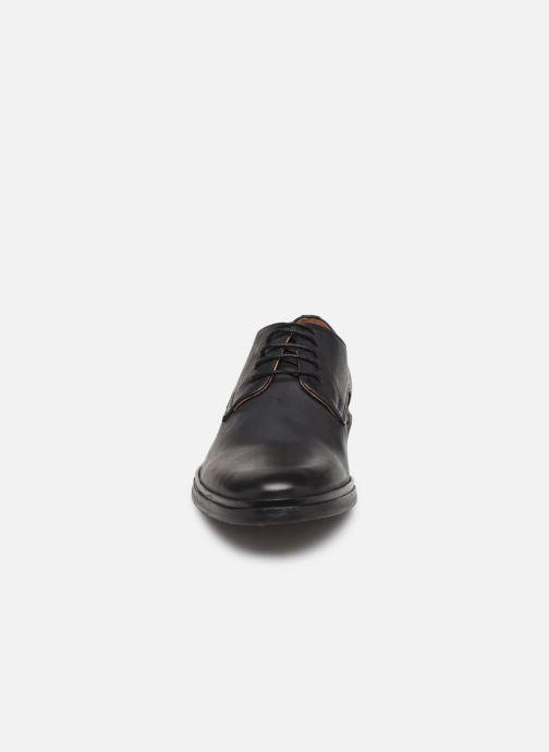 Scarpe con lacci Schmoove Bank Derby Spalato Nero modello indossato