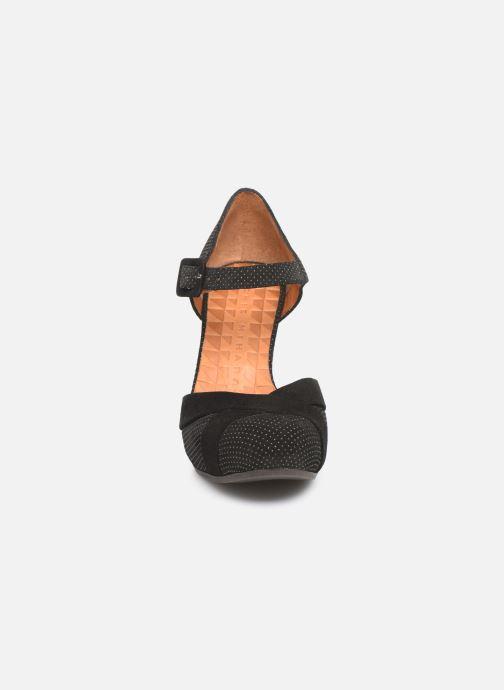 Zapatos de tacón Chie Mihara Dara Negro vista del modelo