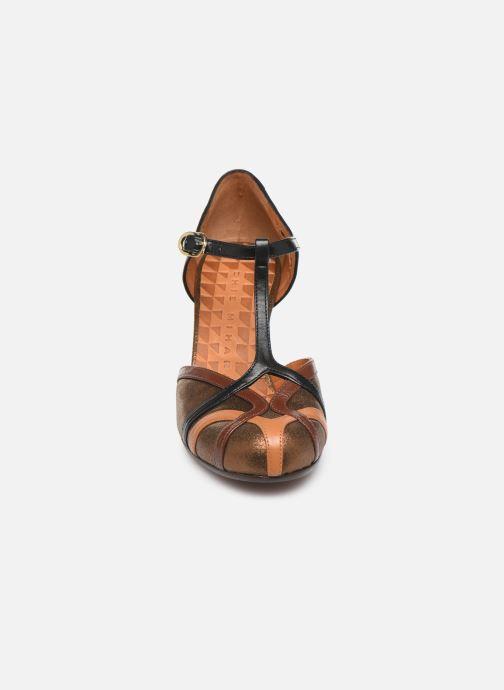 Zapatos de tacón Chie Mihara Korea Oro y bronce vista del modelo