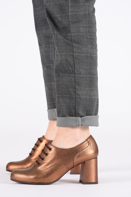 Chaussures à lacets Chie Mihara Musai Or et bronze vue bas / vue portée sac