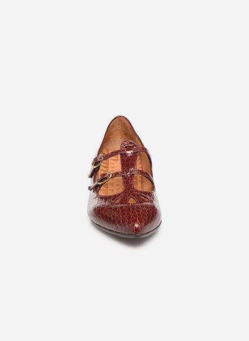Zapatos de tacón Chie Mihara Ruta Rojo vista del modelo