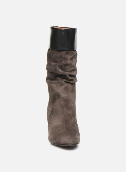 Bottes Chie Mihara Epi Gris vue portées chaussures