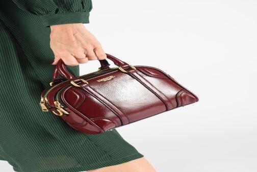 Sacs à main Essentiel Antwerp Tedford handbag Bordeaux vue bas / vue portée sac
