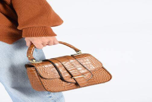 Handtaschen Essentiel Antwerp Trinny Leather small handbag schwarz ansicht von unten / tasche getragen
