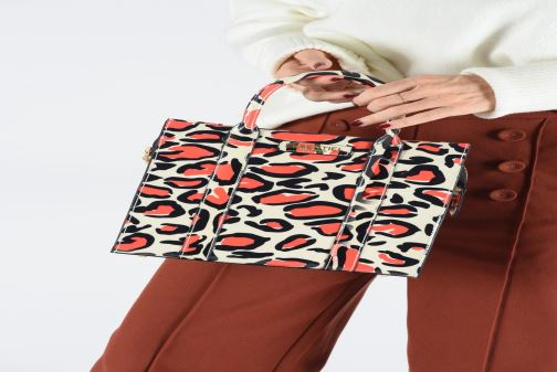 Handbags Essentiel Antwerp Twombley small shoulderbag Multicolor view from underneath / model view