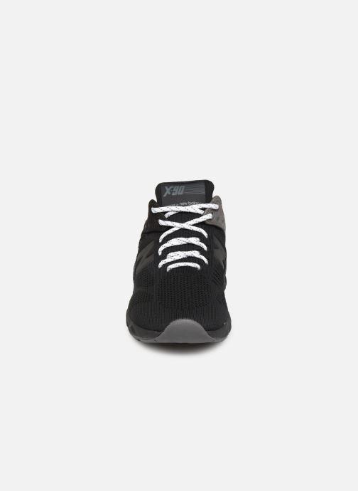 Sneakers New Balance MSX90 D Nero modello indossato