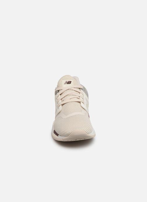 Sneakers New Balance WS247 B Beige modello indossato