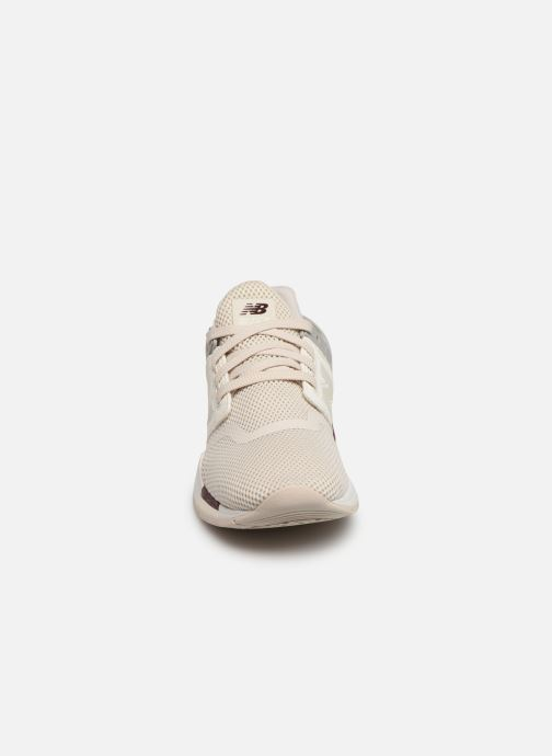Baskets New Balance WS247 B Beige vue portées chaussures