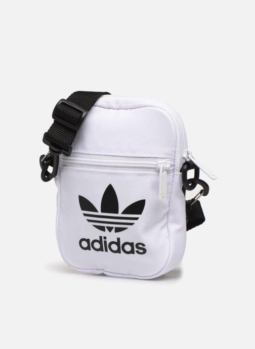 Sacs homme adidas originals FEST BAG TREF Blanc vue portées chaussures