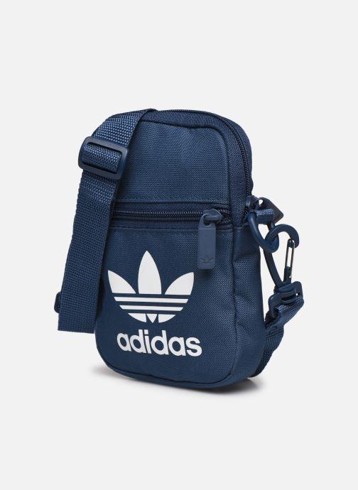 Sacs homme adidas originals FEST BAG TREF Bleu vue portées chaussures