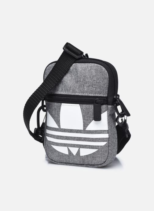 Herrentaschen adidas originals FEST BAG TREF grau schuhe getragen