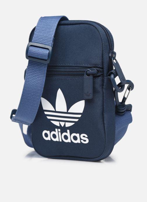 Borse uomo adidas originals FEST BAG TREF Azzurro modello indossato