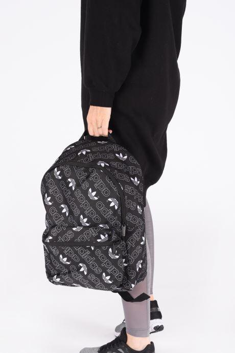 Rucksäcke adidas originals MONOGR CL BP schwarz ansicht von unten / tasche getragen