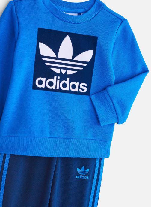 Vêtements adidas originals Crew Set I Bleu vue portées chaussures