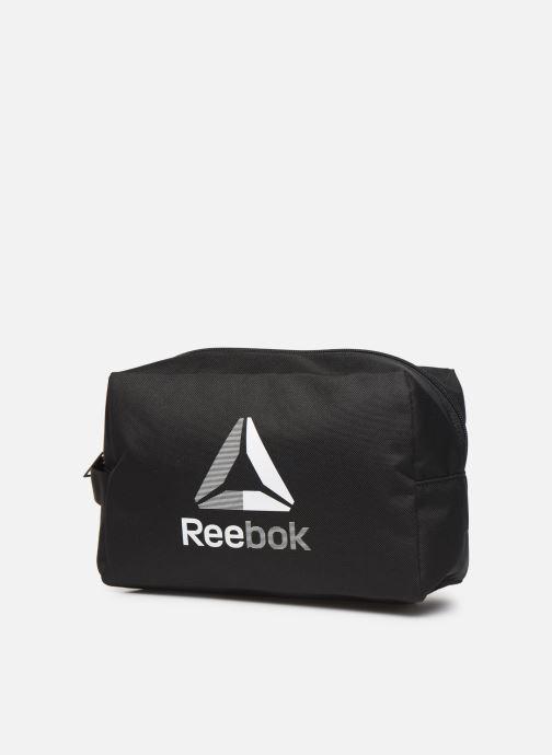 Bagages Reebok TE TOILETRY BAG Noir vue portées chaussures
